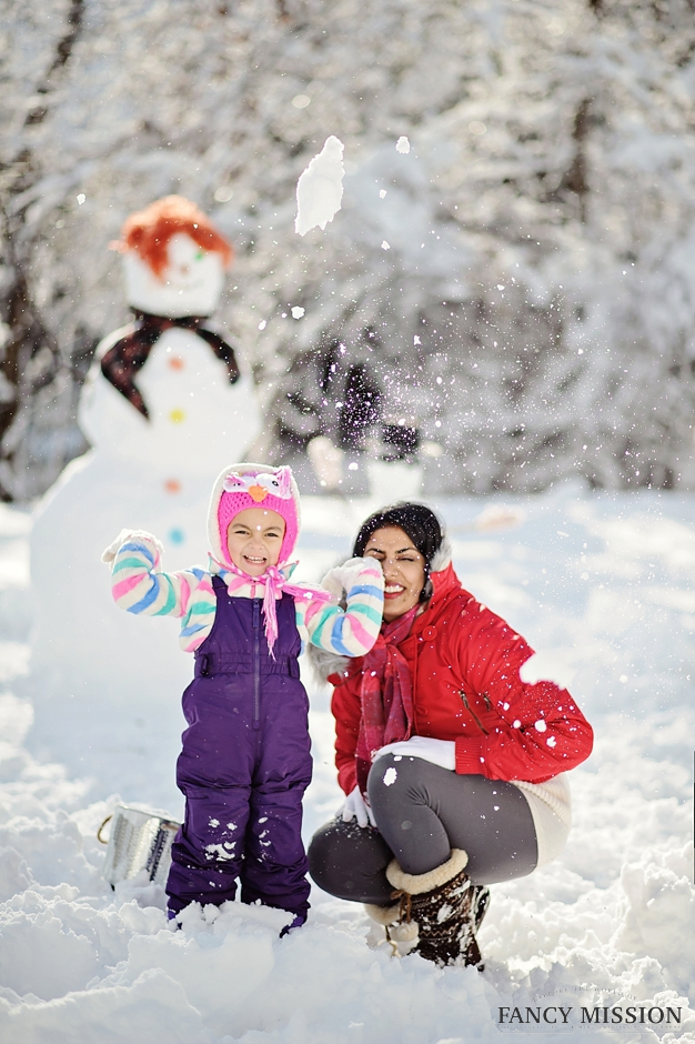 How to have fun in the winter. Making Snowman